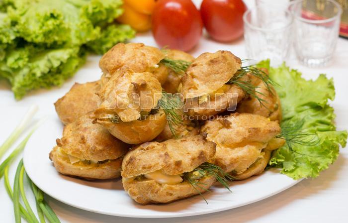 Как приготовить закусочные эклеры с начинкой из салата