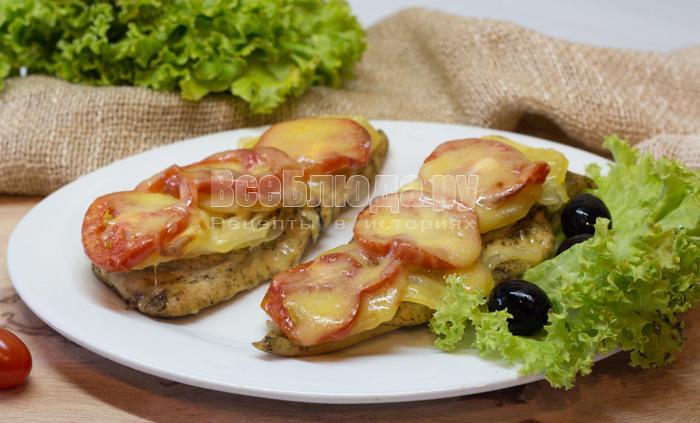 филе куриное в духовке с помидором и сыром картошкой