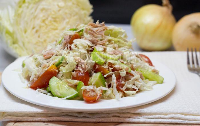 Как приготовить простой салат с тунцом в лимонной заливке