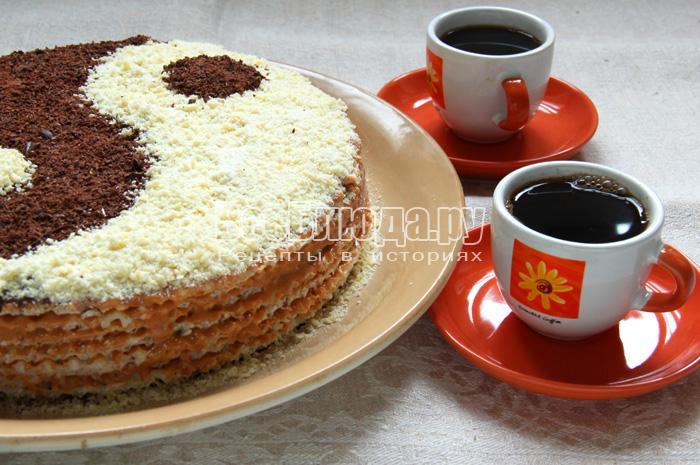 Торт из вафельных коржей Инь-Ян