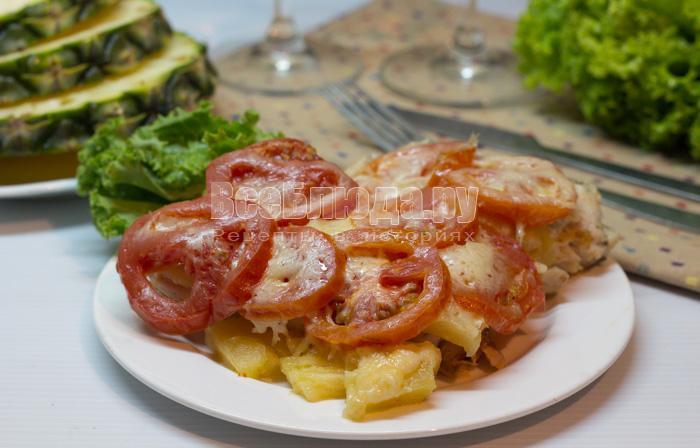 Куриное филе в мультиварке с ананасами и сыром