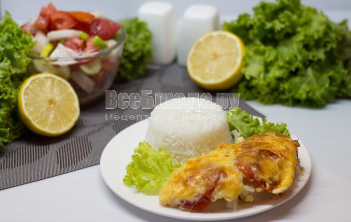 Морской окунь в духовке с луком под сыром