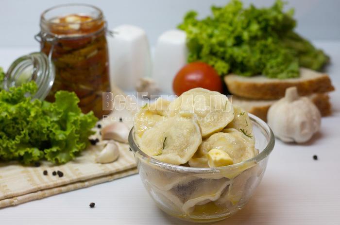 Классический рецепт теста для пельменей и вареников, на яйцах и воде