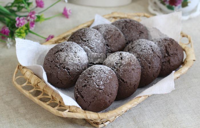 Шоколадное печенье с какао и начинкой из джема