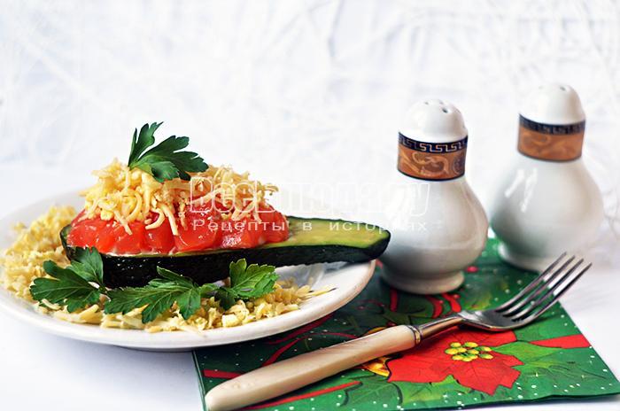 Салат с форелью в авокадо, красивое оформление