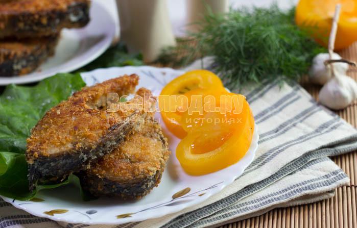 Рыба в панировочных сухарях на сковороде