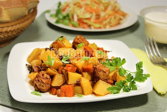 Картофельное рагу с фрикадельками