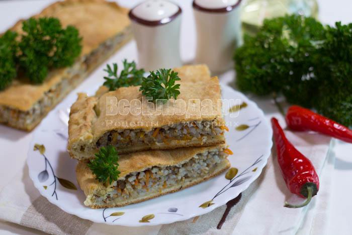 Закусочный пирог с сайрой (рыбная консерва)
