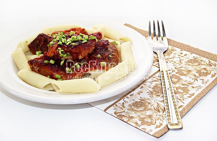 Мясо свинины запеченное в духовке с кетчупом и морковью
