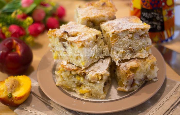 Насыпной пирог с абрикосами (нектаринами)