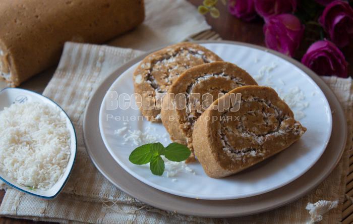 Рулетики из печенья и сгущенки без выпечки