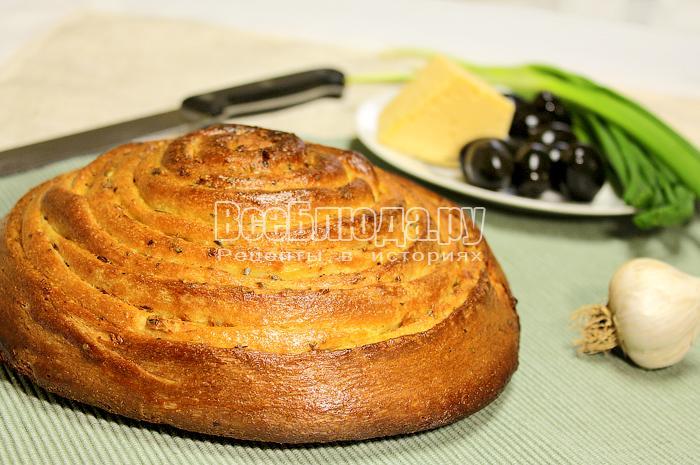 Чесночный хлеб в виде рулетика