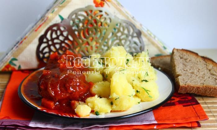 Котлеты в томатном соусе с картофелем