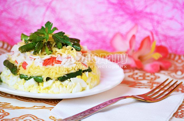 Праздничный салат с крабовыми палочками