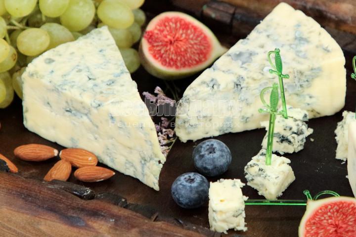 Как правильно кушать сыр с плесенью
