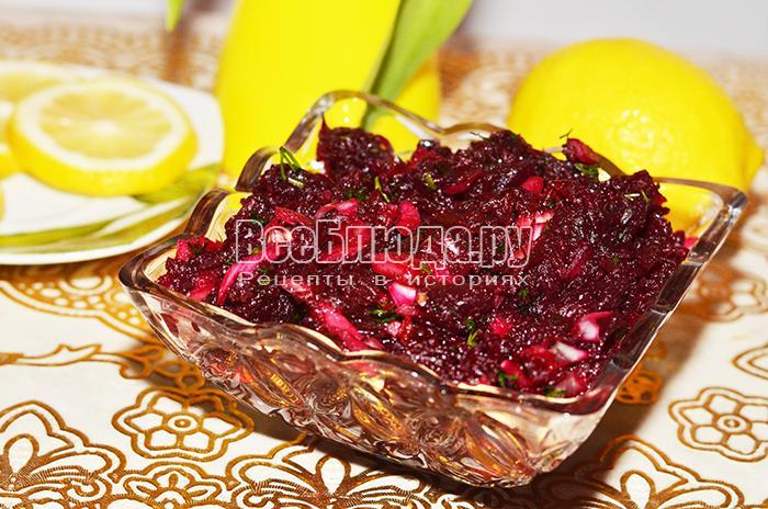 Свекольный салат с луком и лимоном