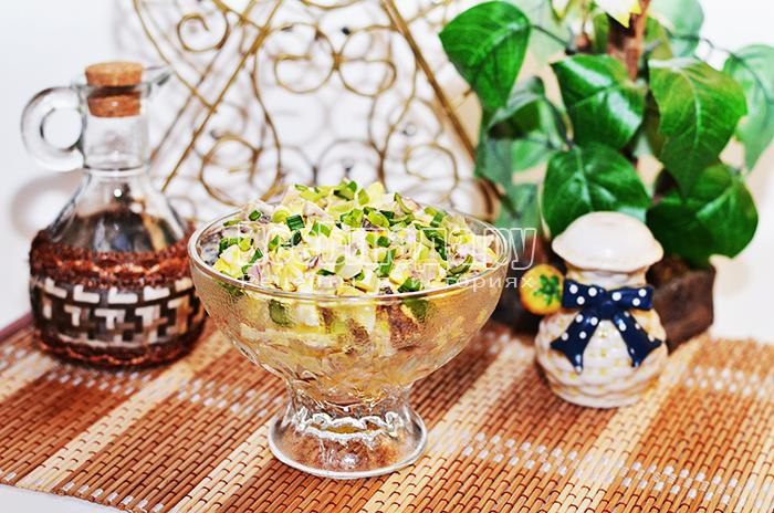 Салат с отварным мясом и грибами