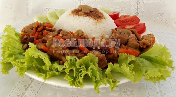 Рецепт мяса в горшочке с грибами и фасолью в томатном соусе