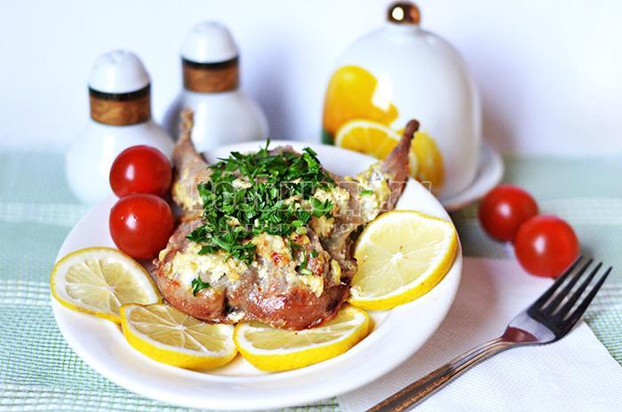 Рецепт перепелов в сметано-чесночном соусе