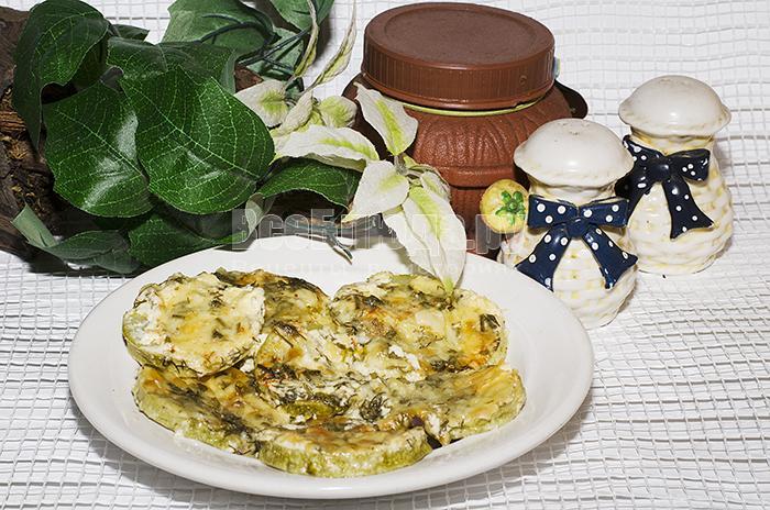 Рецепт запеченных кабачков в духовке под белым йогуртом с сыром