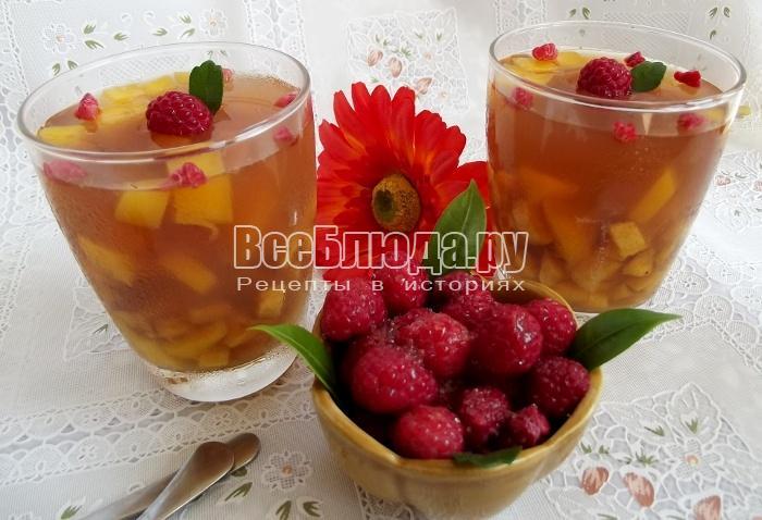 Чайное желе с фруктами (бананом и манго)