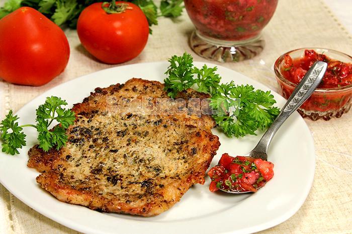 Рецепт жареного мяса с сальсой из клубники и помидоров