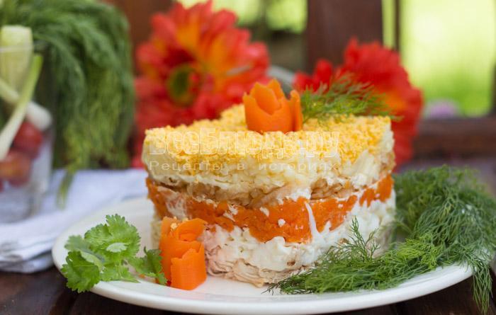 Салат - куриное филе, яблоко, сыр, морковка, яйца