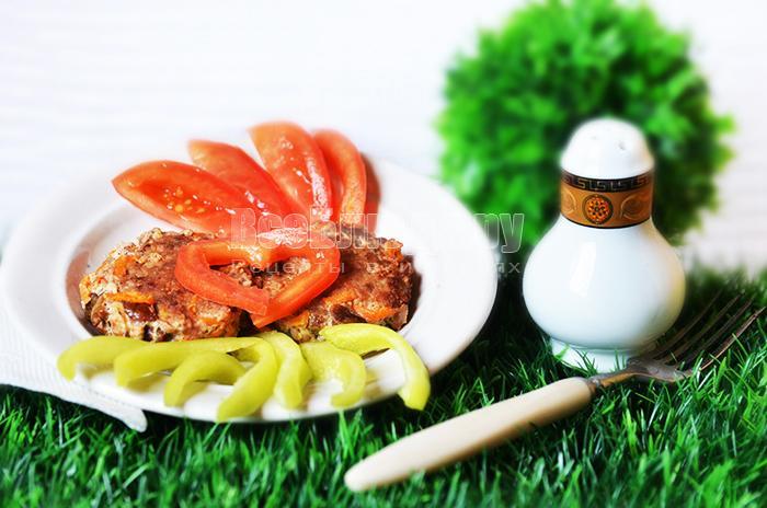 Порционные котлеты с корейской морковью, грибами и сыром