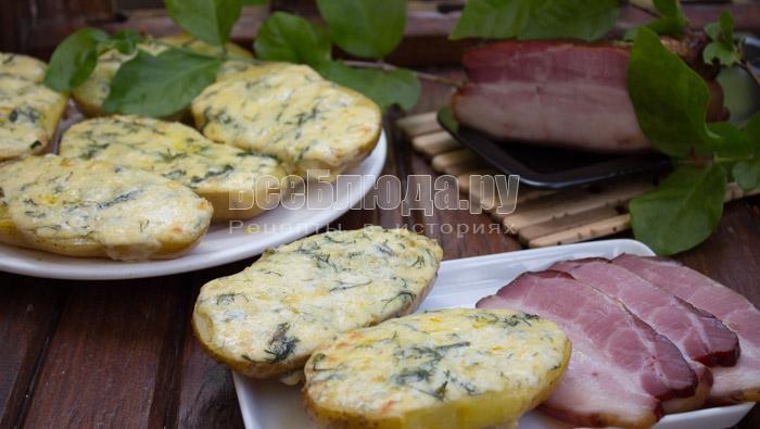 Картошка с чесноком в духовке (лодочки в мундире)