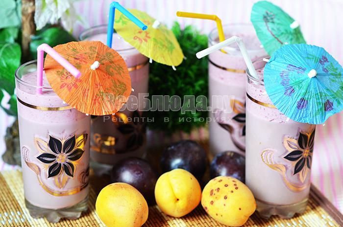 Коктейль из малины и ежевики с молоком и мороженным