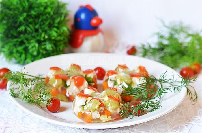 Как приготовить заливное из мяса с болгарским перцем и перепелиными яйцами