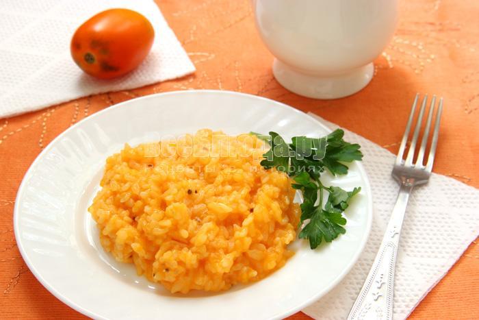 Рисовая каша, сваренная с помидорами