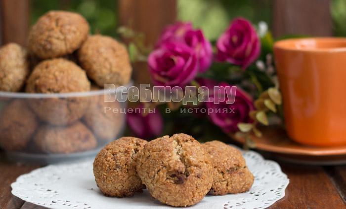 Печенье из цельнозерновой муки с кусочками шоколада