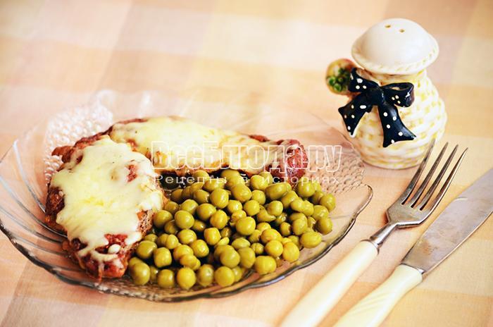 Мясо запеченное в духовке с горчицей и сыром