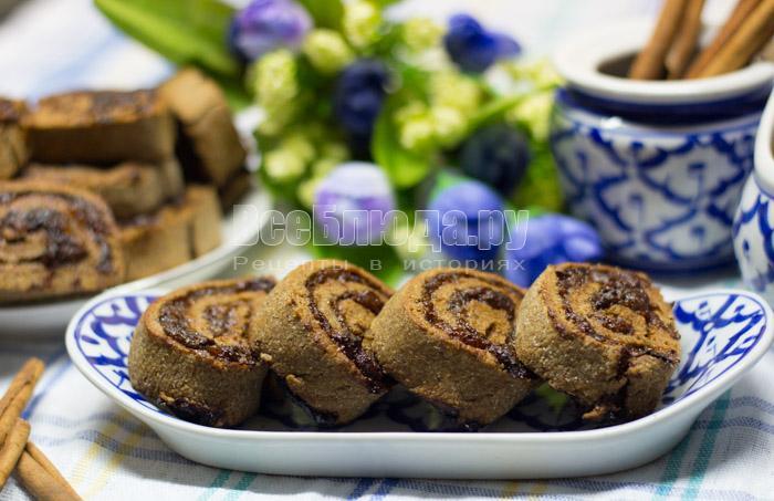 Печенье из ржаной муки с начинкой из чернослива и изюма