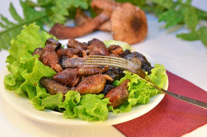 Жареные куриные сердечки с грибами (подберезовиками)