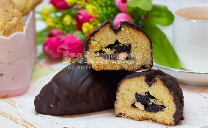 Печенье в шоколаде с черносливом и орехами из песочного теста