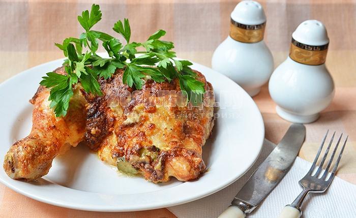 Куриная голень фаршированная сыром и корнишонами