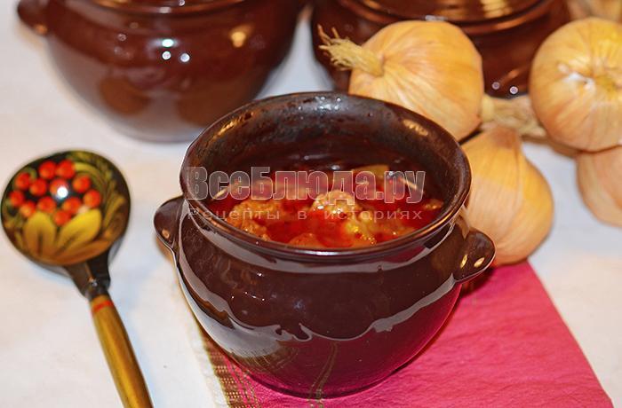 Мясо в горшочках с овощами (капуста, морковка, перец)