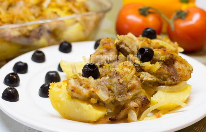 Грудинка в помидорах с картошкой