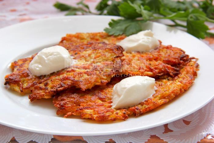 Драники овощные (топинамбур, морковь, кабачок, лук, сельдерей)