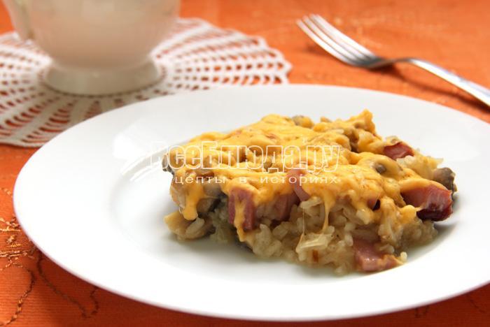 Рис, тушеный с грибами, ветчиной и сыром