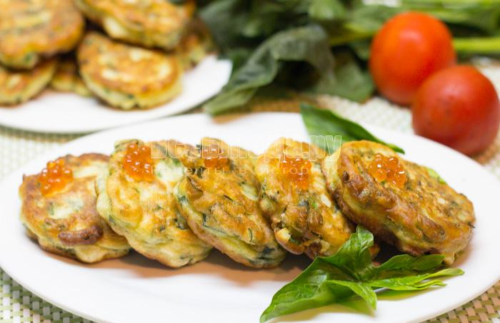 Пышные оладьи со шпинатом
