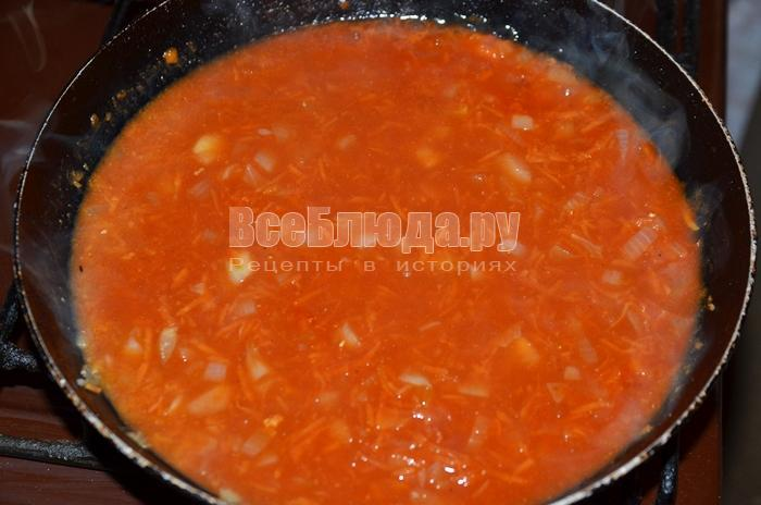 положите томатную пасту