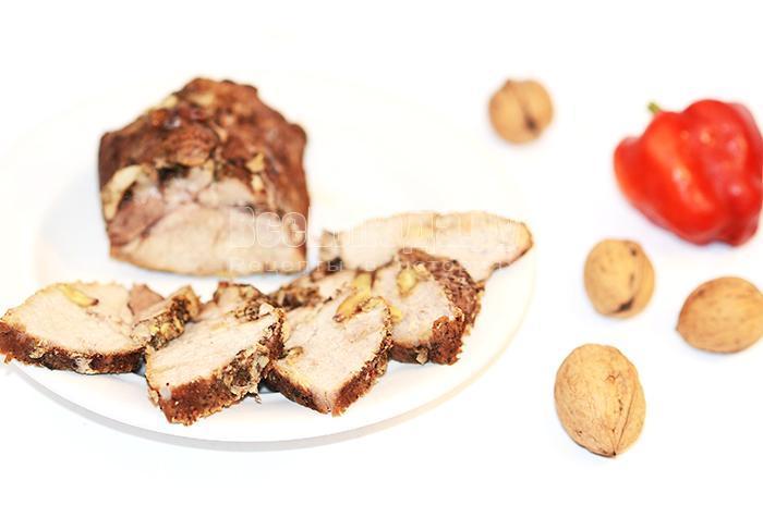 как приготовить свиной карбонат с орехами в духовке