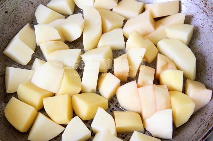 обжариваю картофель