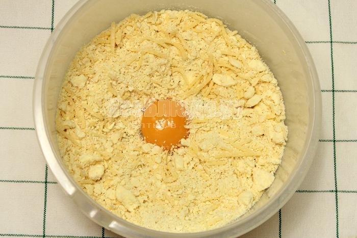 Добавили яичный желток