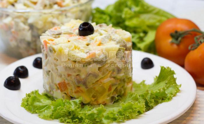 Необычный салат Оливье по-итальянски с яблоками и оливками
