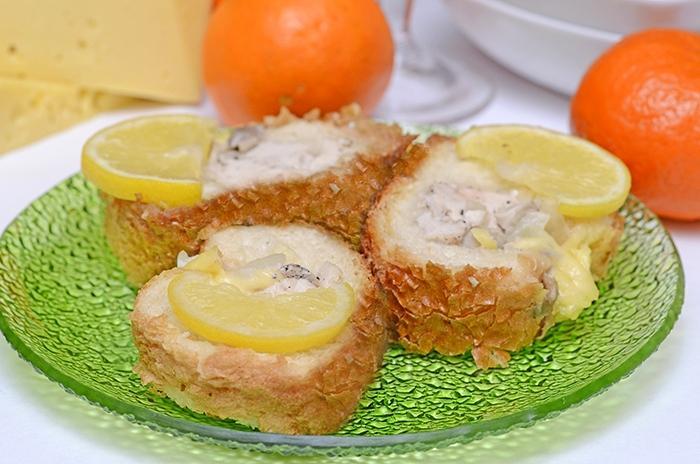 Мясо запеченное в батоне с грибами и сыром