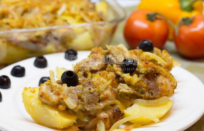 свиная грудинка с картошкой и помидорами в духовке